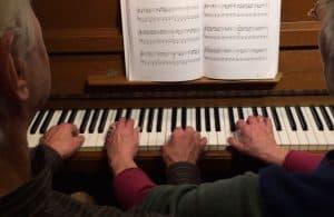 vierhändiges Klavierspiel